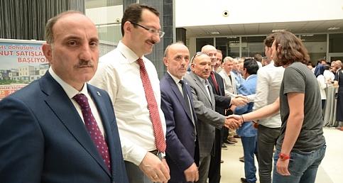 Erenler ilçesinde kurum ve kuruluşların yöneticileri, kurum amirleri Erenler Belediyesi tarafından belediye hizmet binasında düzenlenen bayramlaşma törenin