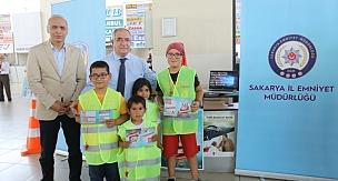 Vali Nayir'den Sürücülere Uyarı Çocuklara Hediye