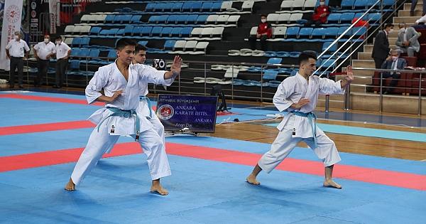 Sakarya ilinde düzenlenen Türkiye Kulüplerarası Takım Karate Şampiyonası Nefesleri Kesiyor