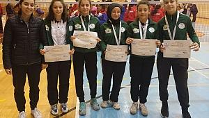 Badminton'da Kızlar Gruptan Ayrıldı