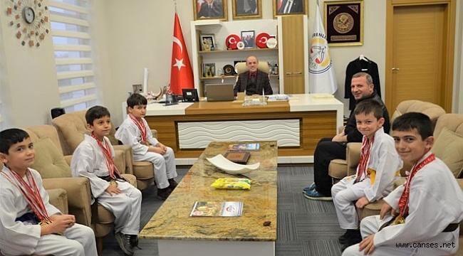 Başkan Öztürk Minik Karatecileri Ağırladı