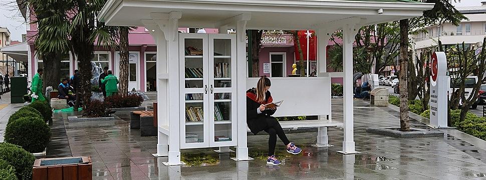 Belediye'den Parklara Kütüphane
