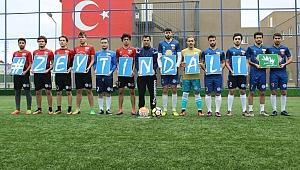 KYK öğrencileri maça Zeytindalı armalı formaları ile çıktı