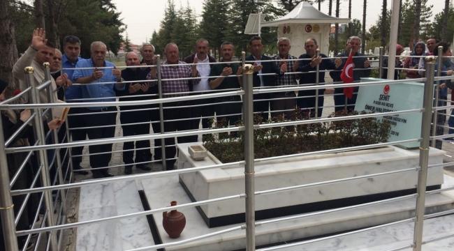Ömer Halis Demir'in kabrini ziyaret ettiler