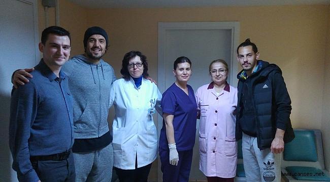 Sağlık çalışanlarının Kadınlar Günü'nü kutladılar