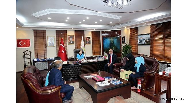 Başkanlık Koltuğuna Oturan Derin'den Talimatlar
