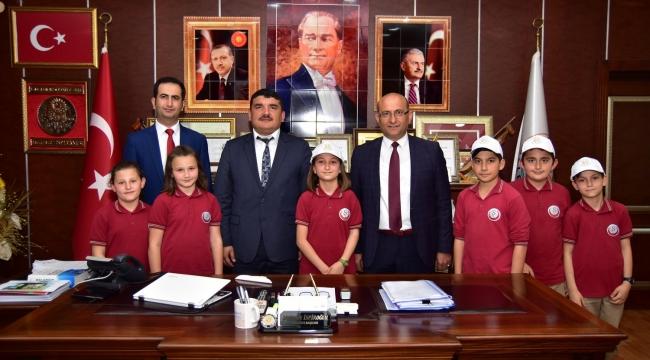 """""""Karasu Belediye Başkanı İspiroğlu, Koltuğunu Aysima Sarı'ya Devretti"""""""