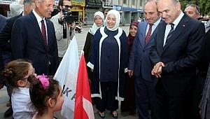 Bakan Özlü Adapazarı Belediyesi'ni ziyaret etti