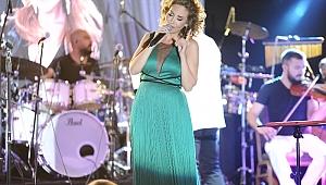 Müziğin güçlü yorumcusu Linet, Azka Otel sahnesinde sevenleri ile buluştu.
