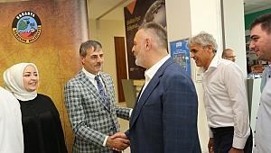 Serdivan Belediyesi'nin bayramlaşma programı yoğun katılımla gerçekleşti.