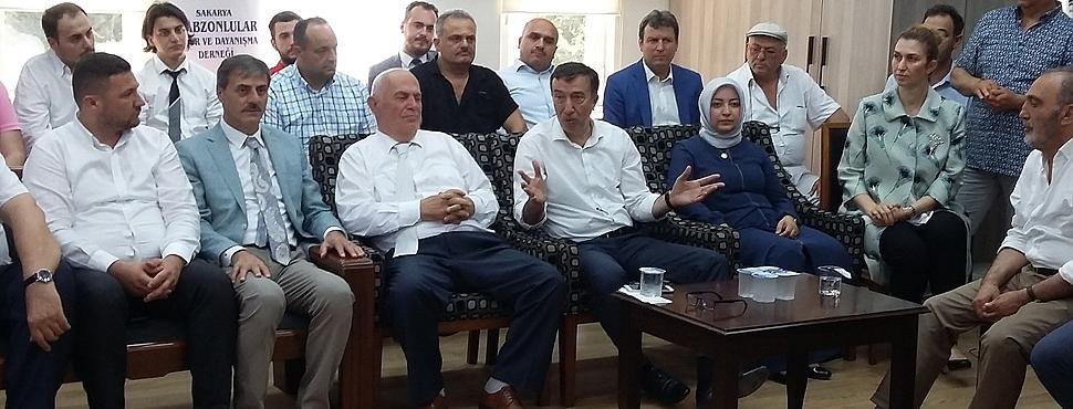 Trabzonlular Derneği siyasileri ağırladı