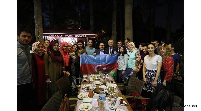 Vali Balkanlıoğlu Dünyanın Tüm Renkleri İle Aynı İftar Sofrasında Buluştu