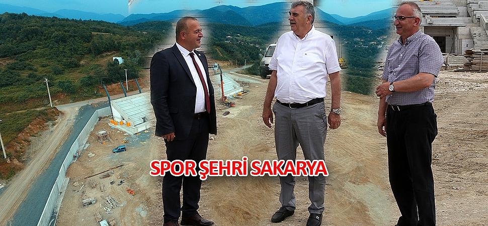 Başkan Toçoğlu, Sapanca Belediye Başkanı Yılmazer ve İlçe Başkanı Gümüşel'le bir araya gelerek yatırımları değerlendirdi.