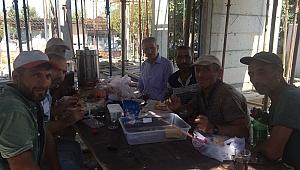Başkan Dişli, işçilerle çay sohbeti yaptı