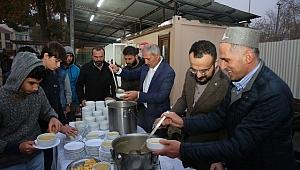 Başkan Dişli, sabah namazı sonrası gençlerle çorba içti