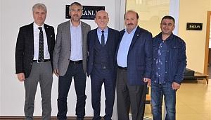 Başkan Öztürk Kızılay Genel Sekreter Yardımcısı Ahmet İşgüzar'ı ağırladı