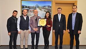 Sakarya Öğrenci Meclisi Başkanı Yaren Kılın'dan Başkan Öztürk'e Teşekkür Ziyareti