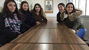 Üniversiteli gençler Anaokullu miniklere sahip çıktı