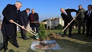 Yenikent'te Ağaç kesme Ağaç dik Sloganıyla 3 bin adet fidan dağıttılar