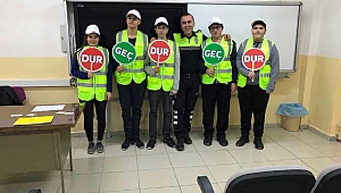 Mithatpaşa Anadolu Lisesi Öğrencileri Okul Geçit Görevlisi Kimlik Kartlarını Aldılar