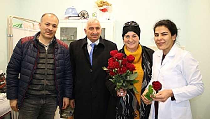 Özçelik ve Azaları doktorların Tıp Bayramını 'Gül'le kutladı…