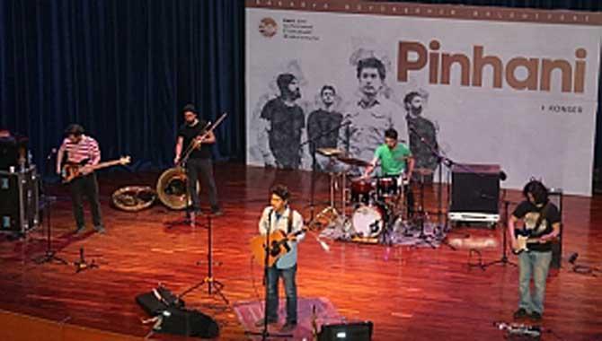 Pinhani SAÜ'de sevenleriyle buluştu