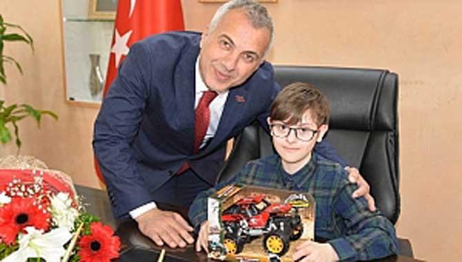 """HENDEK'E """"ÇOK ÖZEL"""" BAŞKAN Engelliler İçin Çocuk Parkı İstedi"""