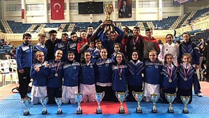 Hendek Karate Takımı Sezonun Şampiyonu