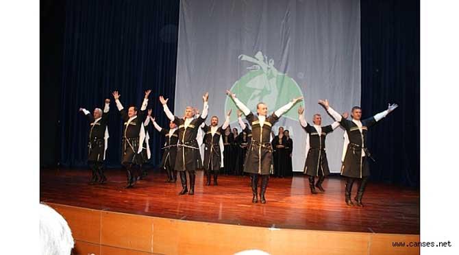 Apsınra Dans Topluluğu yılsonu gösterisi görülmeye değerdi…