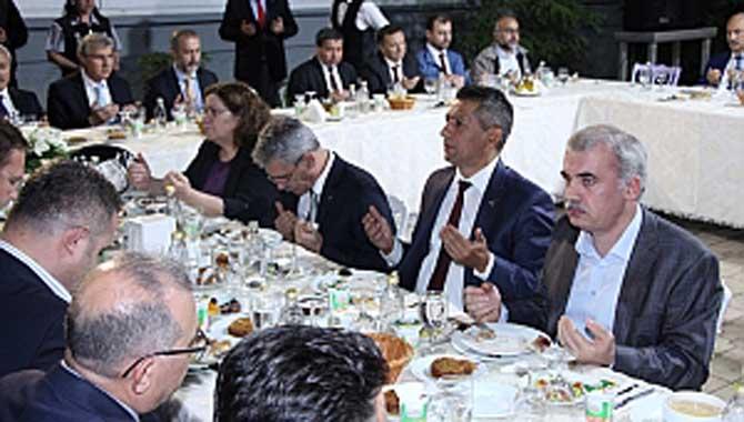Başkan Burak TÜVASAŞ iftarına katıldı