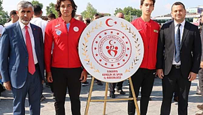 Gençlik ve Spor Bayramı Çelenk Töreni İle Başladı