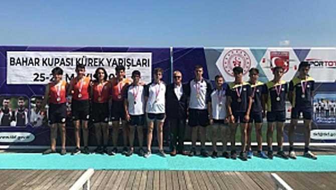Sakarya Gençlik Merkezi Kürek Takımından 3 Kupa