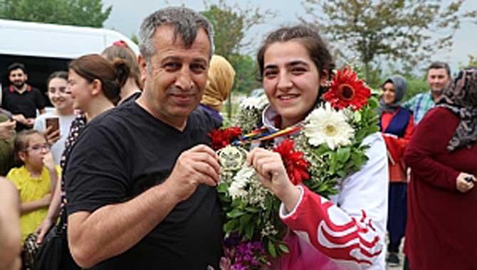 Avrupa Şampiyonu Ece Asude Ediz Adapazarı'nda