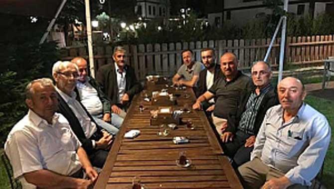 Eski Belediye Başkanı Özkaraman ve eski meclis üyeleri İftarda Buluştu