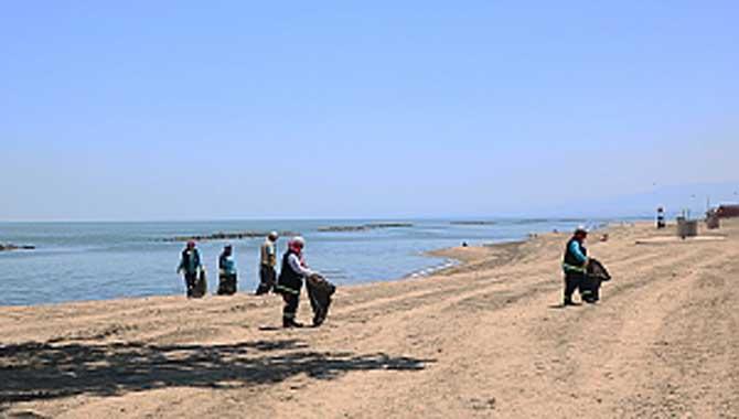 Mavi Bayraklı plajlar temizleniyor