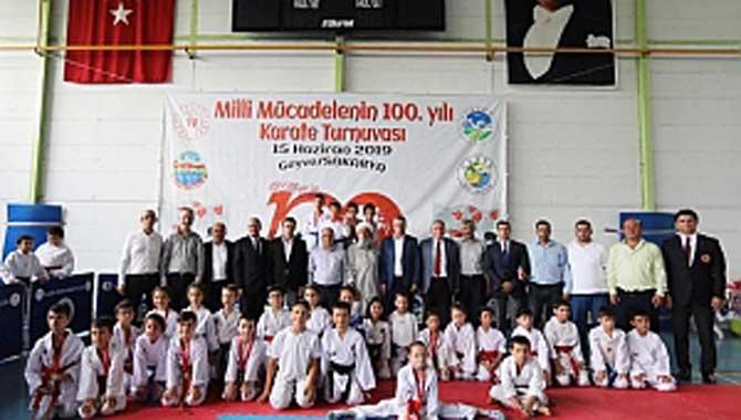 """""""Milli Mücadelenin 100. Yılı"""" İller Arası Karate Turnuvası Geyve'de Düzenlendi"""