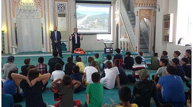 Abdülhamit camiinde deprem ve acil durum eğitimi verildi