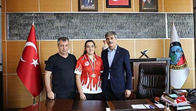 Avrupa Şampiyonu Boksör Başkan Alemdar'ı Ziyaret Etti