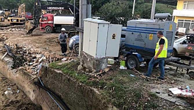 SEDAŞ Sel Felaketinde Elektrik Şebekesi Yıkılan Köylerde Yeni Şebeke Yapana Kadar Jeneratörlerle Enerji Sağladı