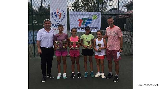 12 Yaş Yaz Kupası Tenis Turnuvası sona erdi.
