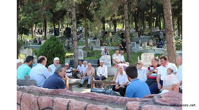 FERİZLİ'DE MEZARLIKLAR DOLDU TAŞTI