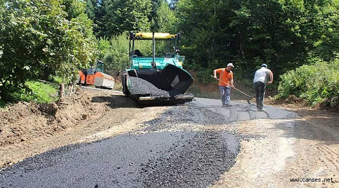 Hendek' te asfalt çalışmaları hızla devam ediyor