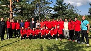 'Milli sporcularımız başımızın tacıdır'