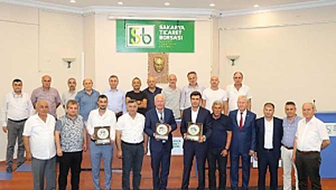 """Sakarya Ticaret Borsası, 'Türkiye'nin İkinci 500 Büyük Sanayi Kuruluşu-2018"""" araştırmasında listeye girme başarısı gösteren Borsa Üyesi firmalara plaket töreni düzenledi."""