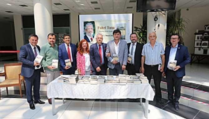 Sakaryalı Yazar Fahri Tuna Yeni Kitabını SATSO İçin İmzaladı