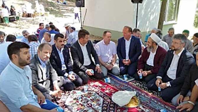 MHP Teşkilatı Şehitler İçin Okutulan Mevlid Programına Katıldılar