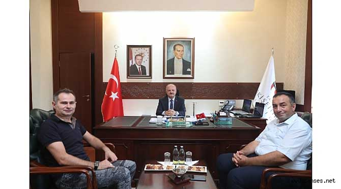 Sanatçı Yener' den Eskişehir Valisi Çakacak' a ziyaret