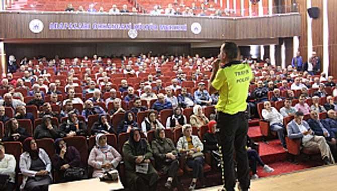 Servis Şoförleri ve Rehber Personele Trafik Eğitimi verildi.