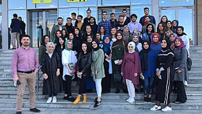 "AKYAZI MYO ÖĞRENCİLERİ ""WOODTECH"" FUARI'NDA"