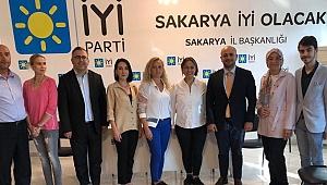 Av. Kadriye Ünler İYİ Parti Sakarya İl Başkanlığı'nı ziyaret etti